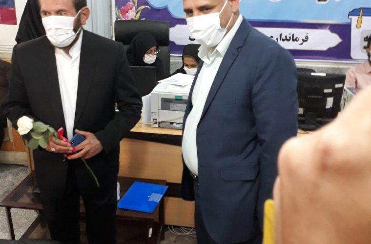 حضور شهردار دوگنبدان هنگام ثبت نام حسینی