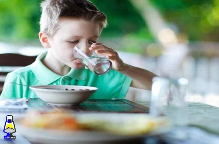 آیا می توان همراه وعده های غذایی آب نوشید؟