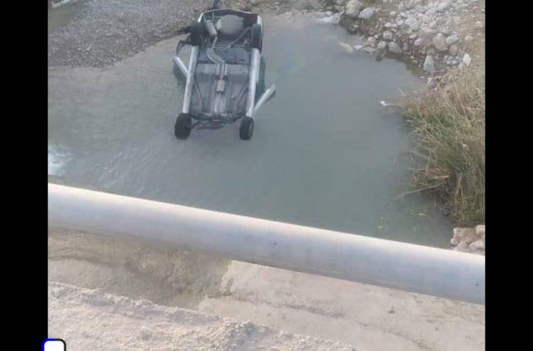 سقوط پژو به دره در ورودی روستای چهاربیشه سفلی گچساران+تصویر